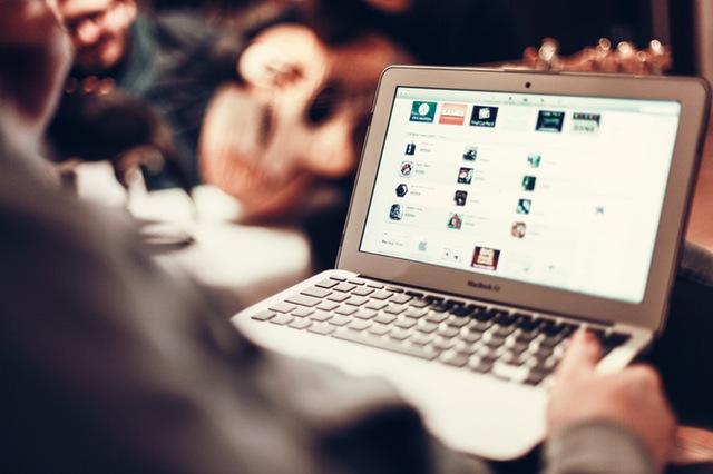 person-apple-laptop-notebook.jpg